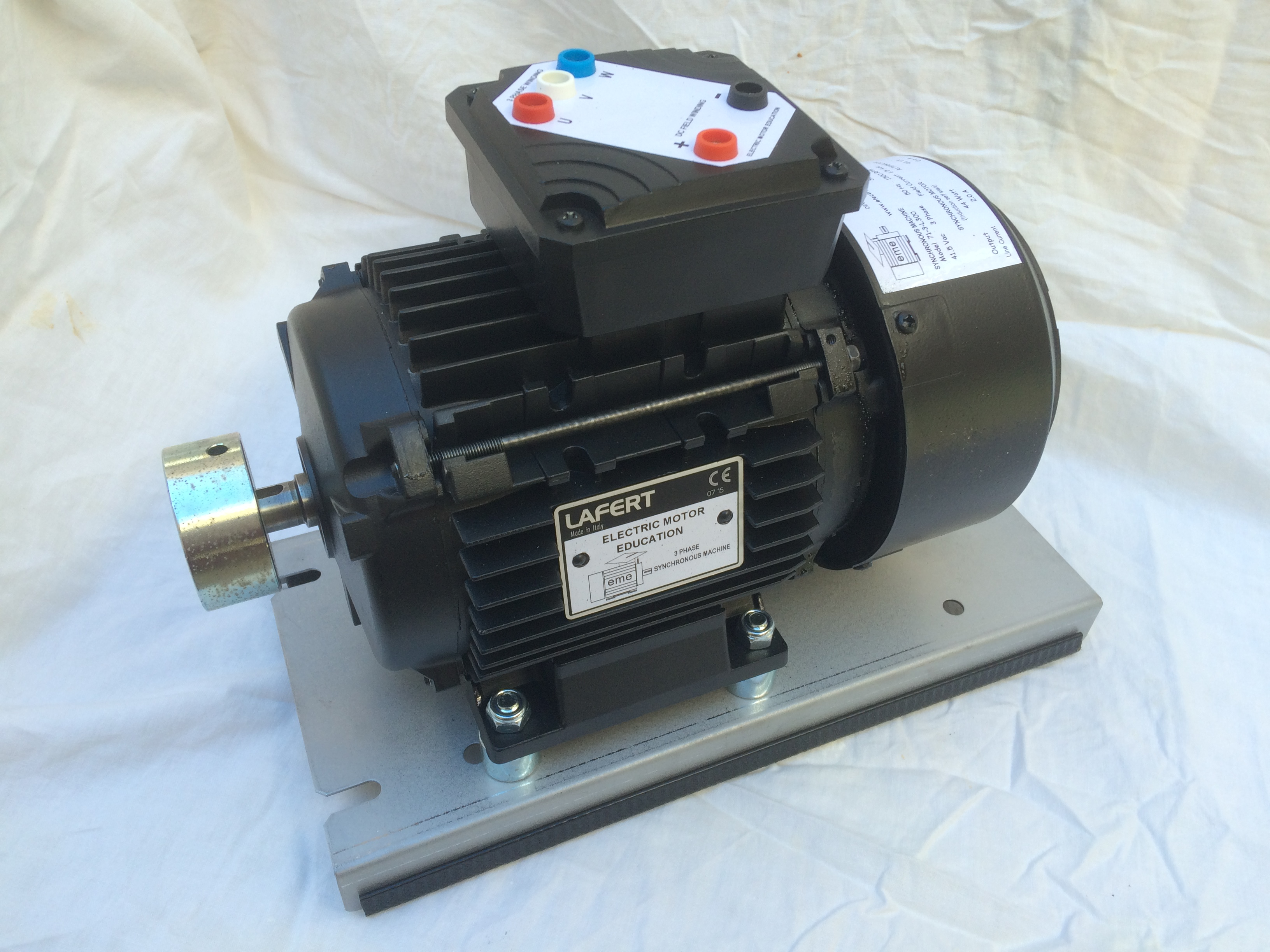 71-3-L300 : Motor/Alternator - 3 phase Synchronous, 44VA, 4 pole, 41.5Vac, 50Hz Image
